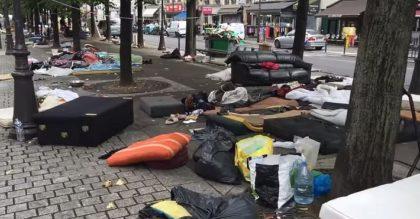 Ужасающий Париж:  фото о том, как выглядит город «в плену» у африканских беженцев