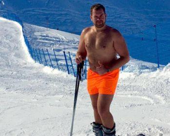 Из-за пропажи багажа житель Тюмени катался на лыжах в Сочи в одних трусах