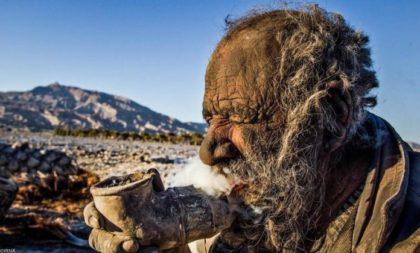Этот 80-летний мужчина не принимал душ уже около 60 лет!