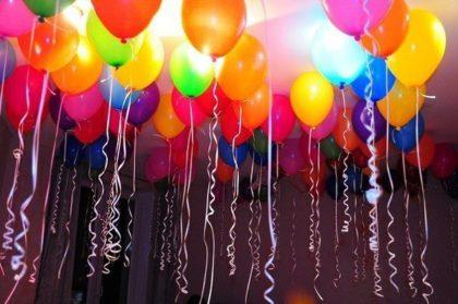 Как надуть летающие шарики без гелия в домашних условиях: украшаем комнату к празднику!