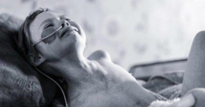 Отец поделился душераздирающими фотографиями своей 4-летней дочери, чтобы показать истинное лицо рака