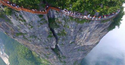 В Китае открылся невероятный »небесный маршрут» для туристов