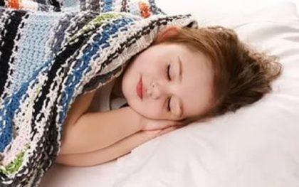 Почему так важно укладывать ребенка спать не позже 21:00