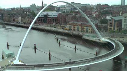Это один из самых удивительных мостов! Посмотрите, что он делает!