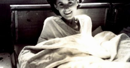 Она дала шоколад беременной в концлагере. 70 лет спустя случилось невероятное